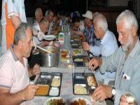 سكان قرية تركية يفطرون معاً كل يوم منذ 200 عام.. وتتحمل التكاليف أسرة واحدة!