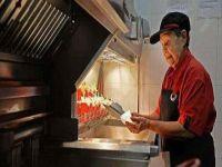 عجوز عمرها 92 عامًا ترجع للعمل بـ«ماكدونالدز»