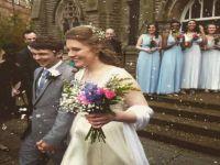 عروسان يقدمان طعاما منتهي الصلاحية في حفل زفافهما توفيرا للنفقات